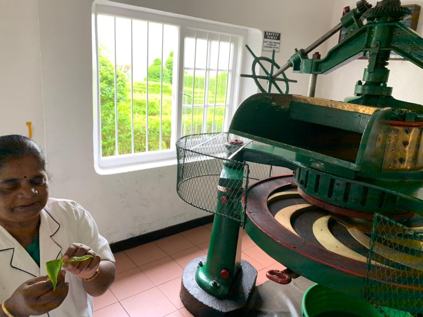 茶葉をすりつぶす機械