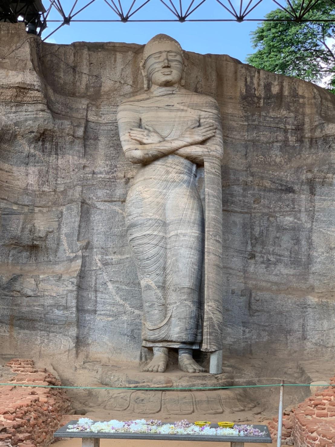 ガルヴィハーラの立像