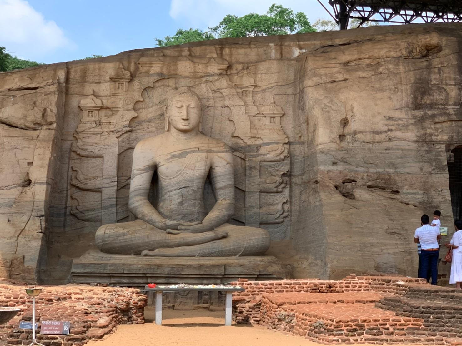 ガルヴィハーラの坐像