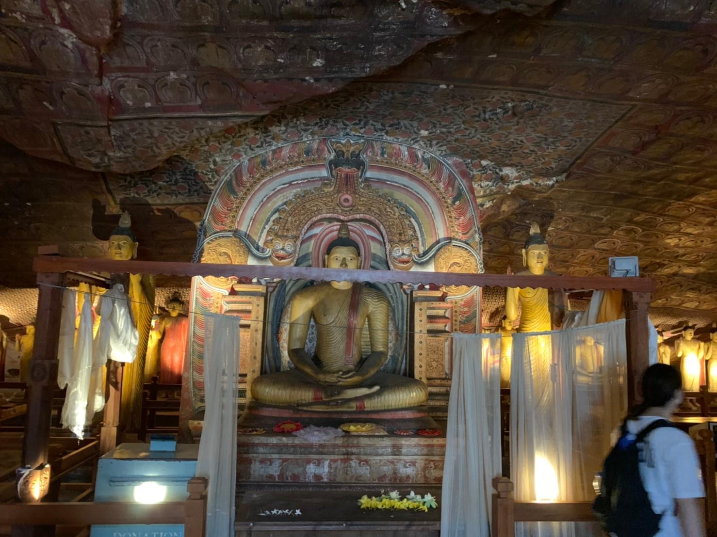 ダンブッラ石窟寺院の第4窟