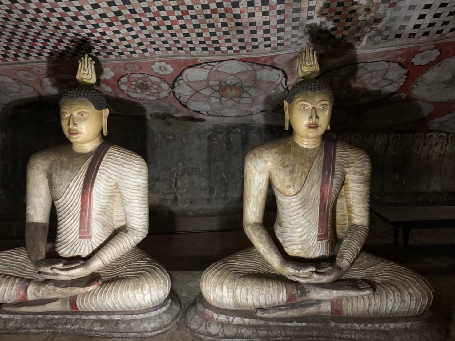 ダンブッラ石窟寺院第3窟の仏像