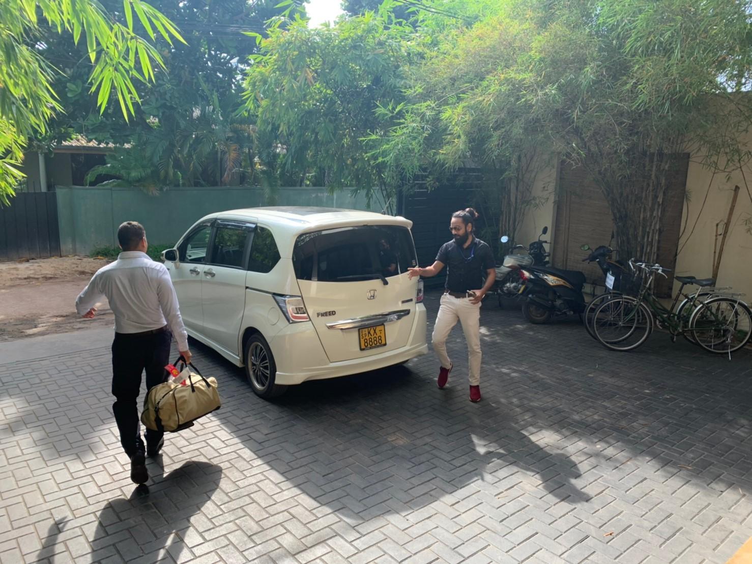 スリランカタクシーサービス のアサンカ