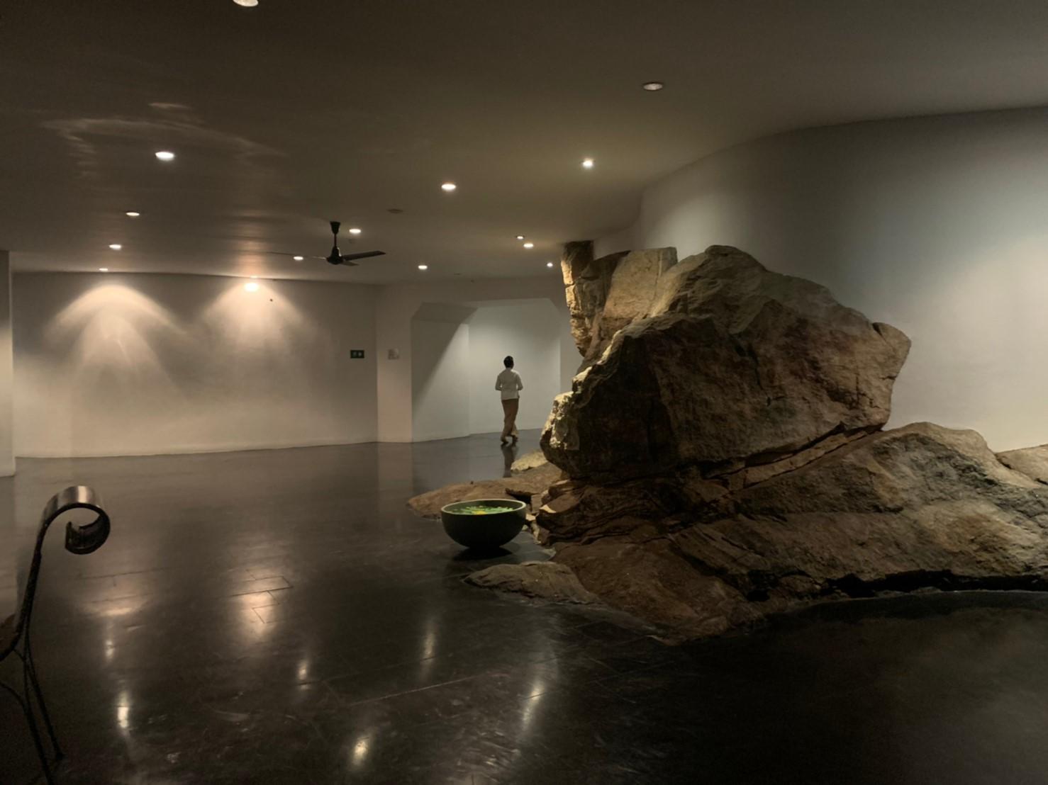 ヘリタンスカンダラマのせり出した岩