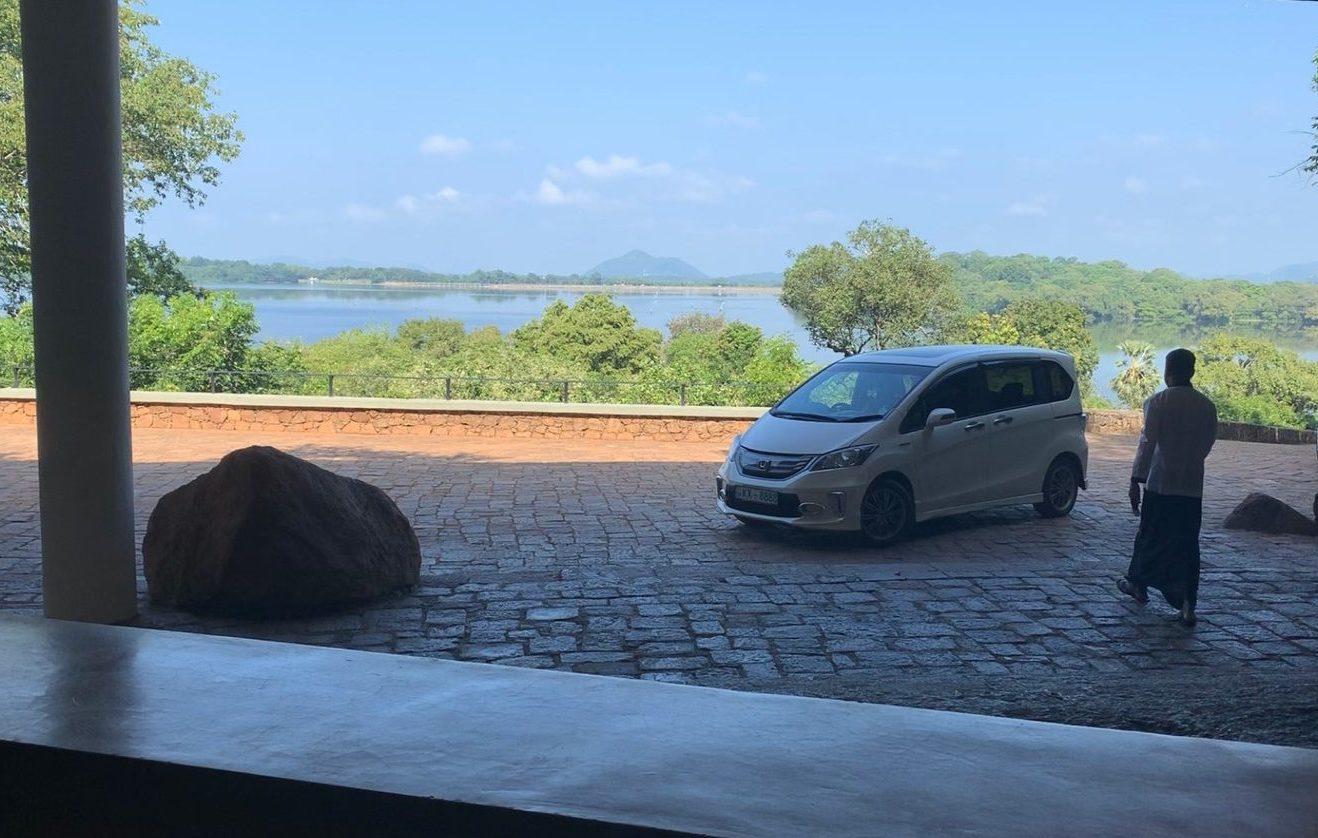 スリランカタクシーサービス のドライバーとの待ち合わせ