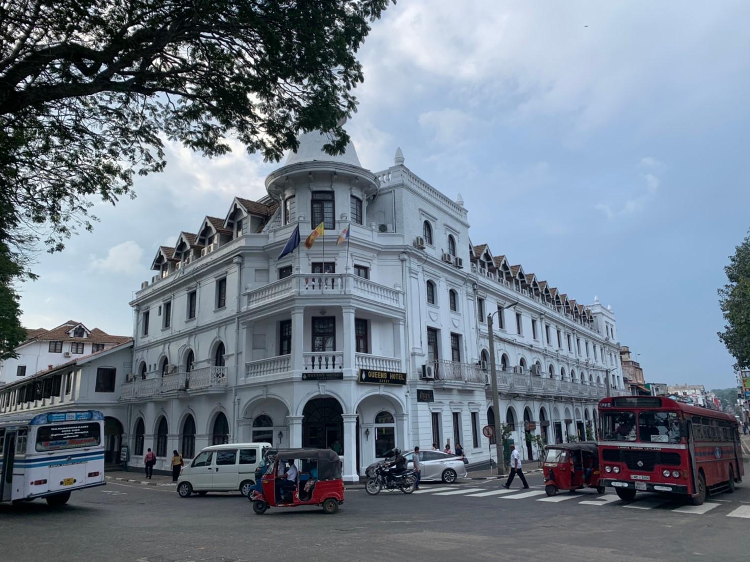 クイーンズホテルの外観