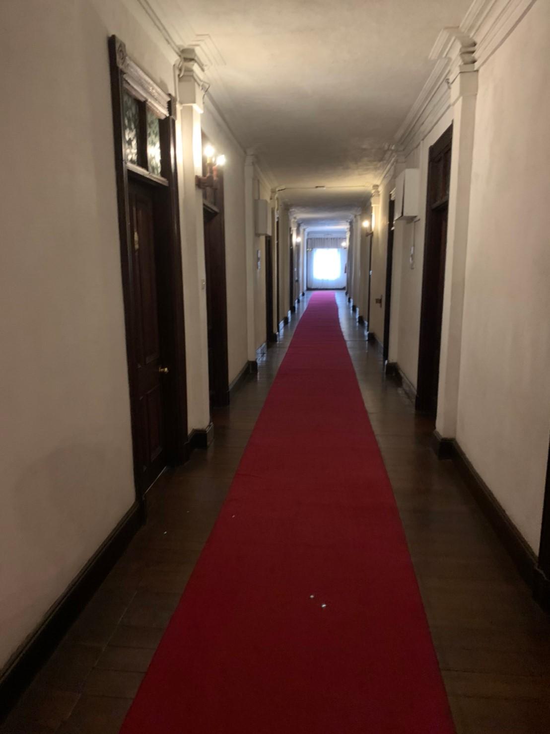 クイーンズホテルの廊下