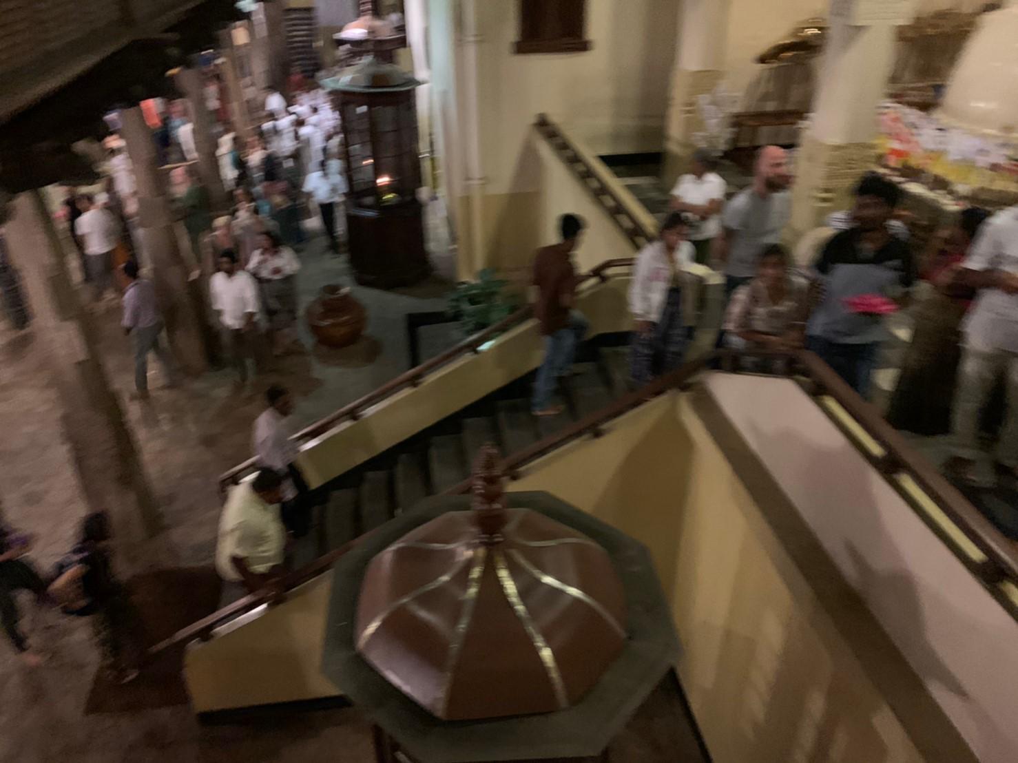 キャンディ仏歯寺の2階へ