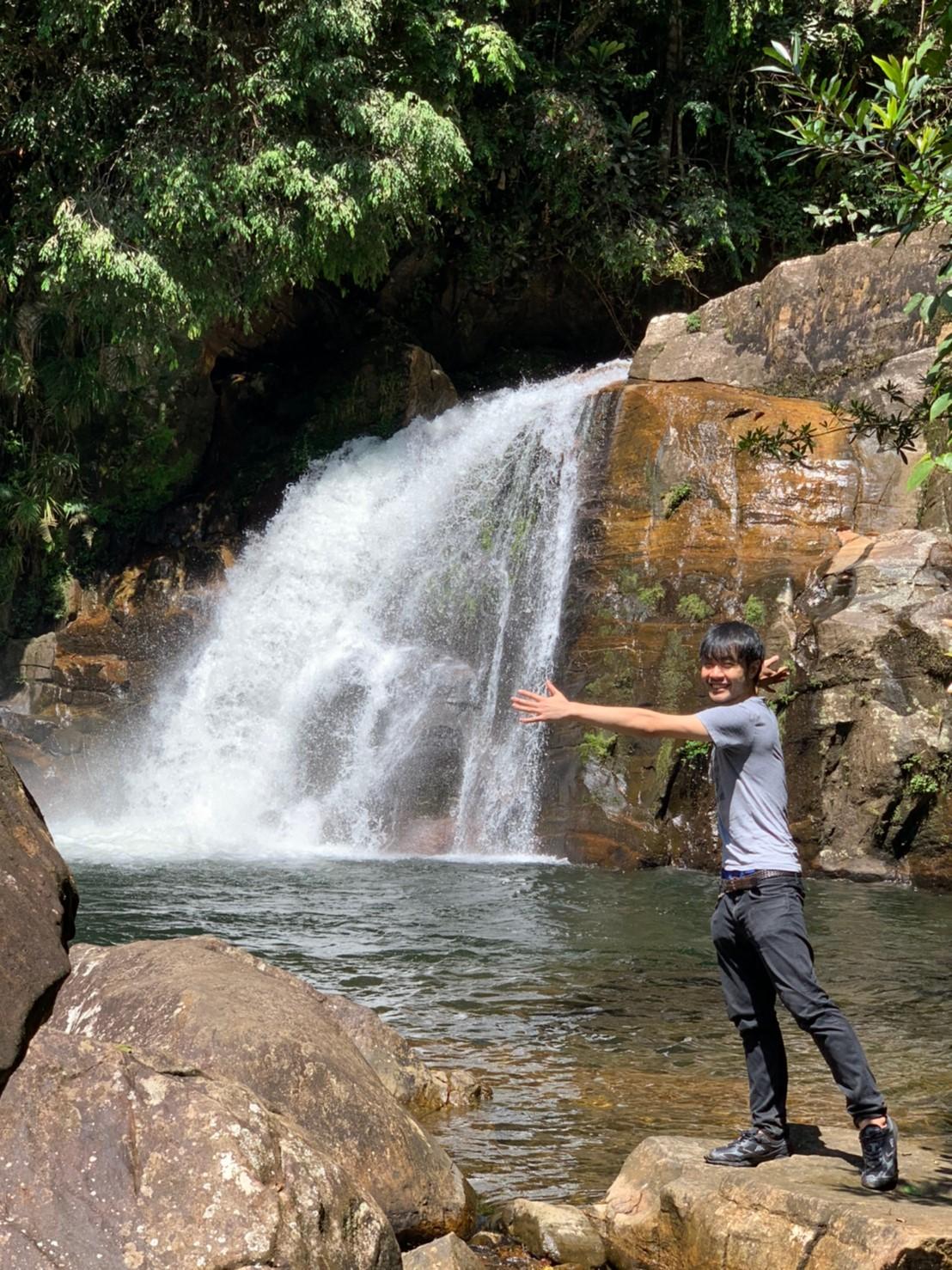 シンハラージャ深林保護区の滝